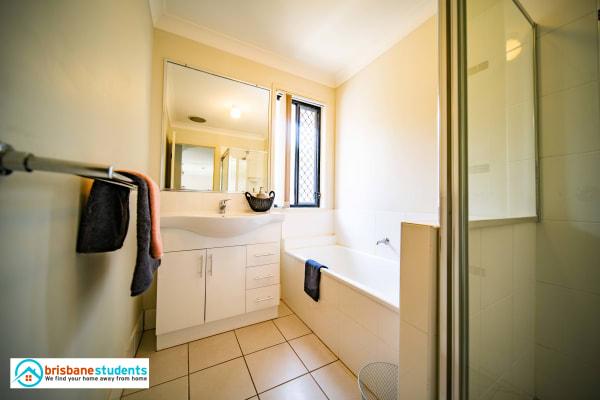 $160-220, Share-house, 5 rooms, Gardenia Circuit, Heathwood QLD 4110, Gardenia Circuit, Heathwood QLD 4110