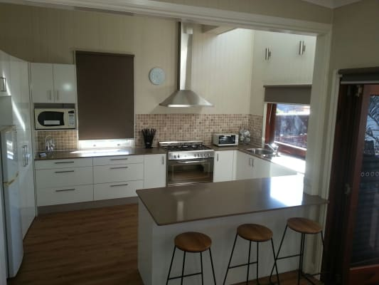 $250, Student-accommodation, 3 bathrooms, Broadway Street, Woolloongabba QLD 4102