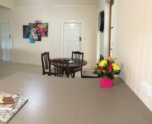 $150, Share-house, 1 bathroom, Lochel Street, Mount Lofty QLD 4350