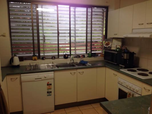 $180, Flatshare, 3 bathrooms, Bellevue Terrace, Saint Lucia QLD 4067
