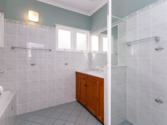 $150, Share-house, 4 bathrooms, Walker Street, Ipswich QLD 4305