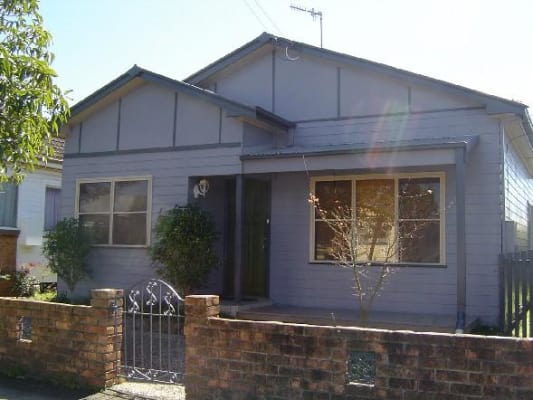 Room For Rent In Fourth Street Adamstown Newcastle