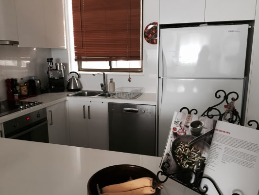 $700, Whole-property, 2 bathrooms, High Street, Northcote VIC 3070