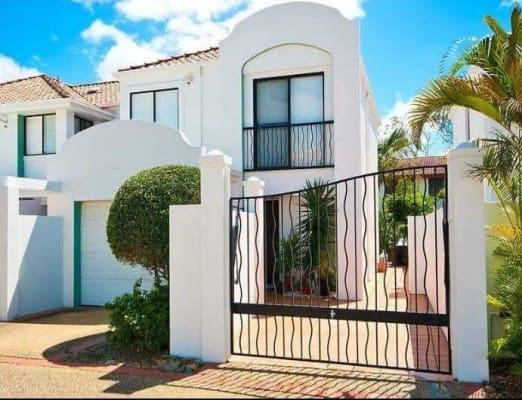 $220, Share-house, 3 bathrooms, Gold Coast Highway, Nobby Beach QLD 4218