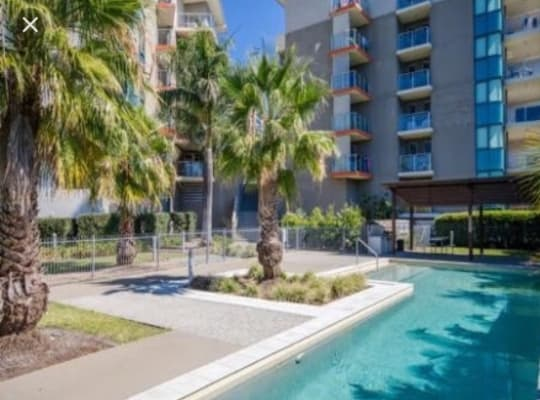 $195, Flatshare, 2 bathrooms, Executive Drive, Burleigh Waters QLD 4220