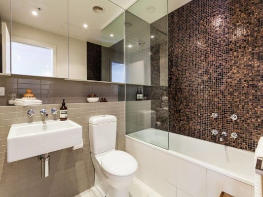 $300, Flatshare, 2 bathrooms, Queens Road, Melbourne VIC 3000