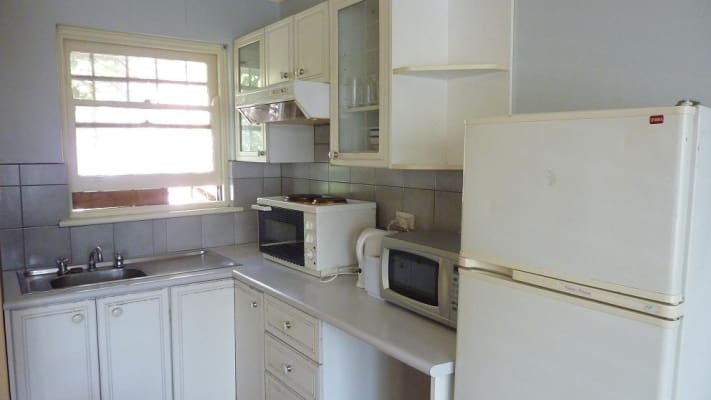 $400, Studio, 1 bathroom, Jackson Street, Saint Kilda VIC 3182