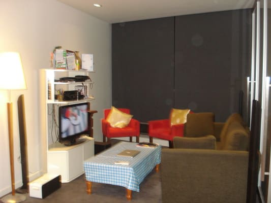 $325, Flatshare, 2 bathrooms, La Trobe Street, Melbourne VIC 3000