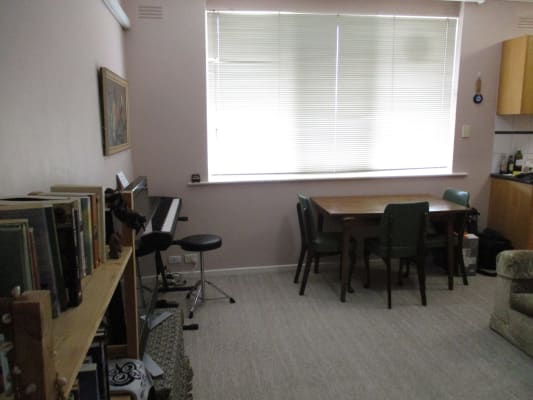 $290, 1-bed, 1 bathroom, De Carle Street, Brunswick VIC 3056