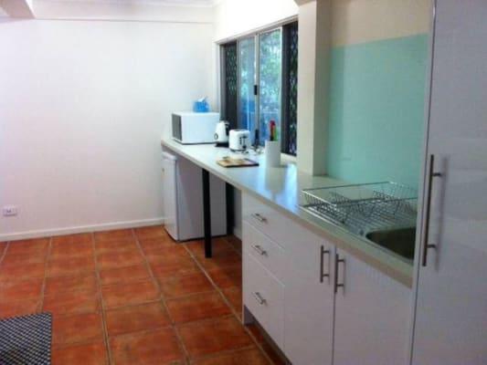 $325, Granny-flat, 1 bathroom, Bremer St, Parap NT 0820