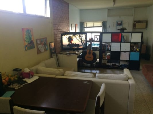 $275, Granny-flat, 1 bathroom, Twelfth Avenue, Saint Lucia QLD 4067