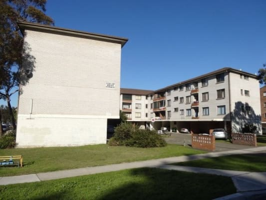 $180-200, Flatshare, 2 rooms, Remembrance Avenue, Warwick Farm NSW 2170, Remembrance Avenue, Warwick Farm NSW 2170