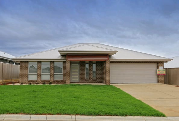$150, Share-house, 4 bathrooms, Darcy Drive, Boorooma NSW 2650