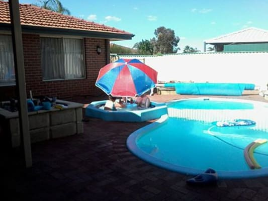 $150-250, Share-house, 3 rooms, Endeavour Court, Thornlie WA 6108, Endeavour Court, Thornlie WA 6108