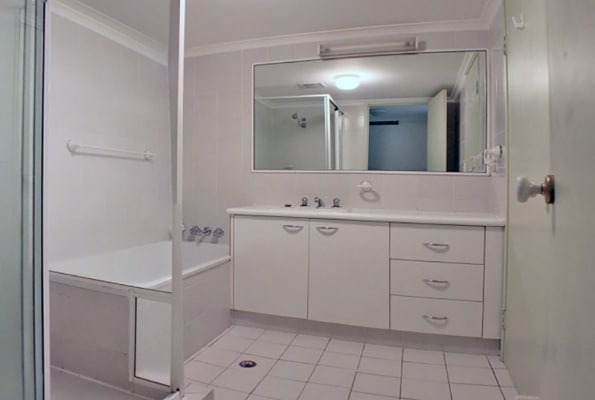 $200, Flatshare, 2 bathrooms, Stanhill Drive, Surfers Paradise QLD 4217