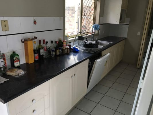 $185, Flatshare, 3 bathrooms, Nicholson Street, Greenslopes QLD 4120