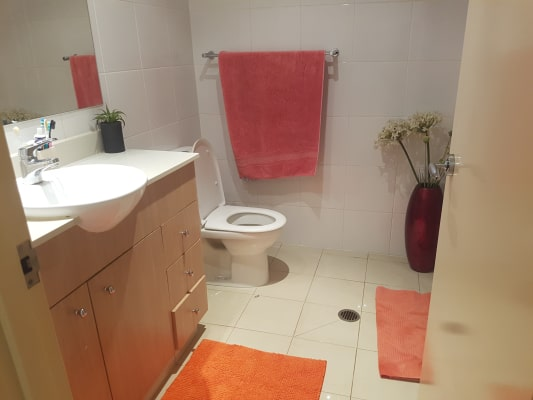 $220, Flatshare, 2 bathrooms, Como Crescent, Southport QLD 4215