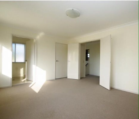 $290, Flatshare, 3 bathrooms, Cornwall Street, Greenslopes QLD 4120