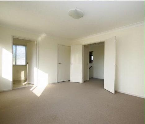 $290, Flatshare, 3 bathrooms, Cornwall Street, Greenslopes QLD 4120