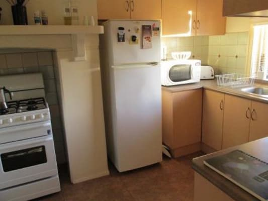$462, Whole-property, 3 bathrooms, Barkly Street, Elwood VIC 3184
