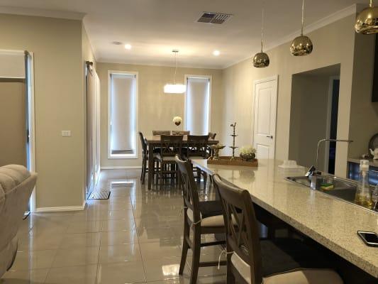 $190, Homestay, 4 bathrooms, Elmslie Drive, Cranbourne East VIC 3977
