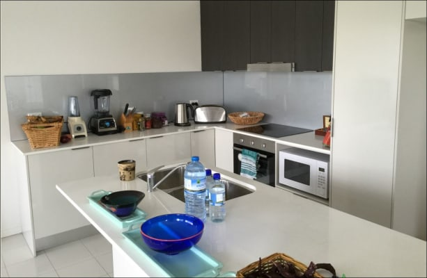 $230, Share-house, 3 bathrooms, Emerald Islands Drive, Carrara QLD 4211