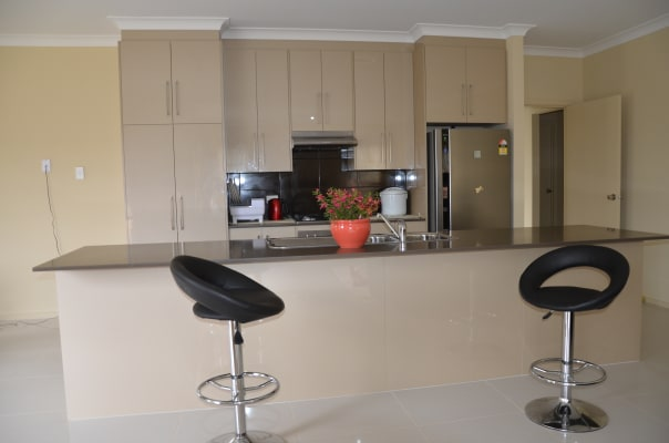 $165, Whole-property, 4 bathrooms, Saunders Close, Mount Barker SA 5251