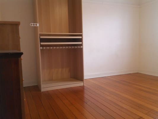 $225, Flatshare, 2 bathrooms, Barkly Street, Saint Kilda VIC 3182