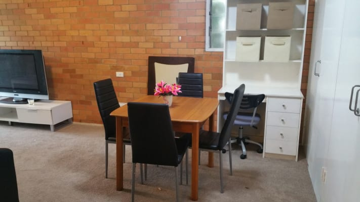$250, Flatshare, 2 bathrooms, Central Avenue, Saint Lucia QLD 4067