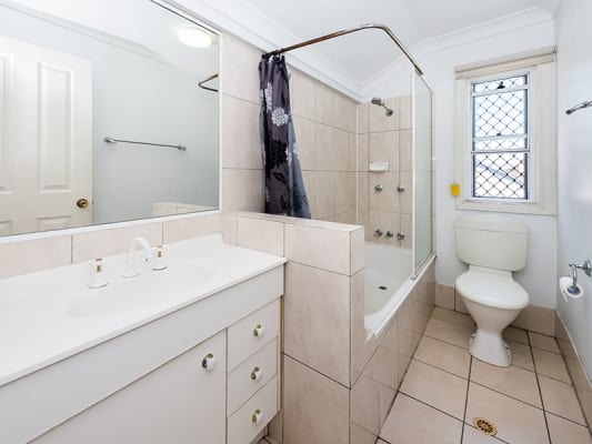 $180, Student-accommodation, 3 bathrooms, Qualtrough Street, Woolloongabba QLD 4102