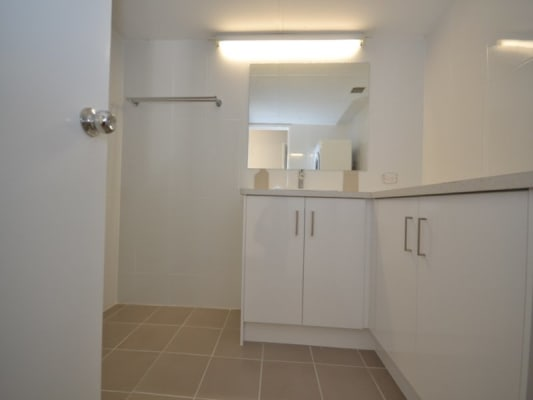 $210, Flatshare, 2 bathrooms, Aubrey Street, Surfers Paradise QLD 4217
