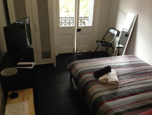 $330, Share-house, 6 bathrooms, Flinders Street, Darlinghurst NSW 2010