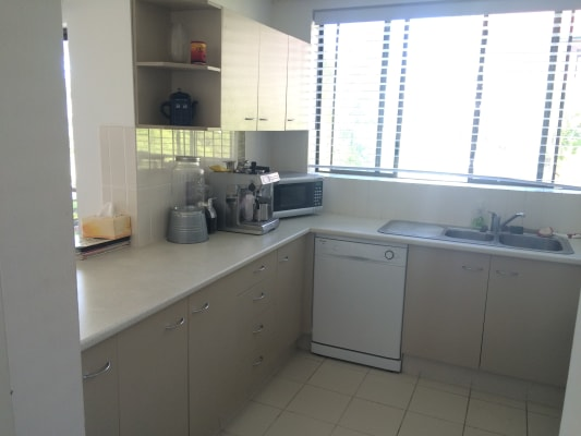 $200, Flatshare, 2 bathrooms, Main Beach Parade, Main Beach QLD 4217