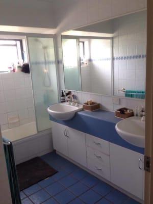 $171, Flatshare, 3 bathrooms, York Street, Indooroopilly QLD 4068