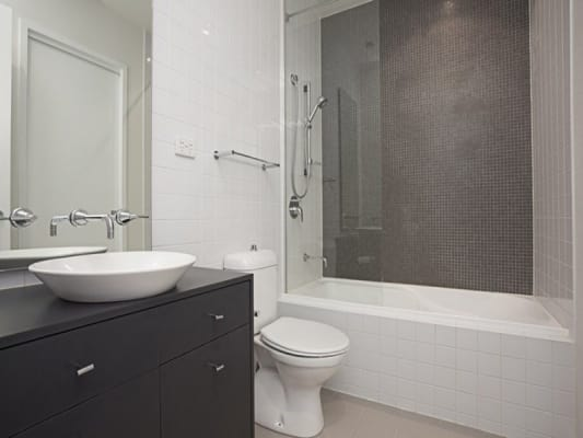 $300, Flatshare, 2 bathrooms, Queensberry Street, Carlton VIC 3053