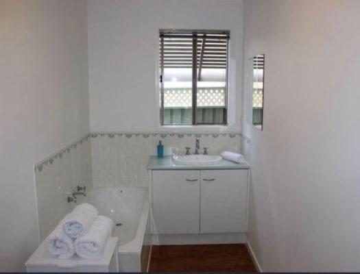 $175, Share-house, 3 bathrooms, Vincent Drive, Kennington VIC 3550