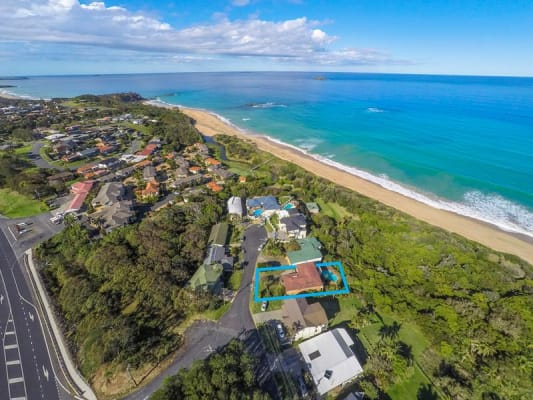 $200, Homestay, 4 bathrooms, Sapphire Crescent, Sapphire Beach NSW 2450