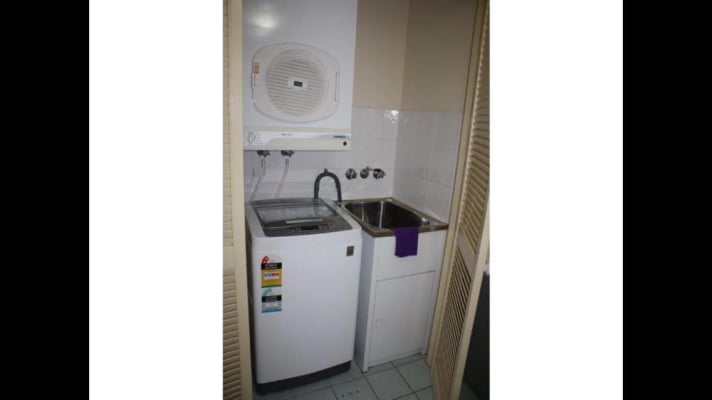 Shared room for rent in marine parade southport go for H j bathrooms southport