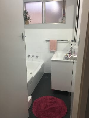 $190, Flatshare, 2 bathrooms, Albany Street, Point Frederick NSW 2250
