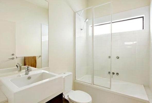 $275, Flatshare, 2 bathrooms, Orrong Road, St Kilda East VIC 3183