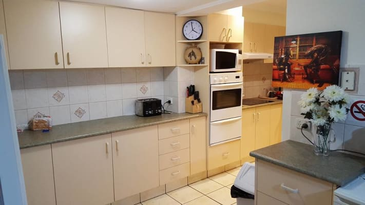 $185, Share-house, 3 bathrooms, West King Street, Southport QLD 4215