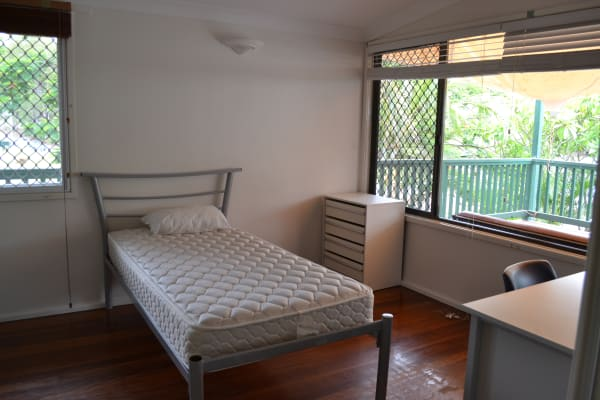 $210, Share-house, 5 bathrooms, Boomerang Road, Saint Lucia QLD 4067
