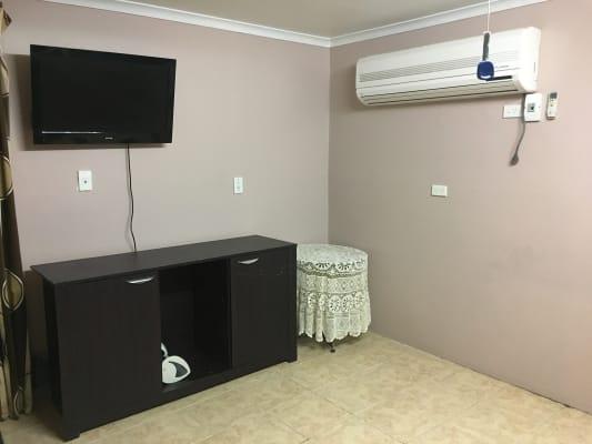 $200, Studio, 1 bathroom, Kite Court, Werribee VIC 3030