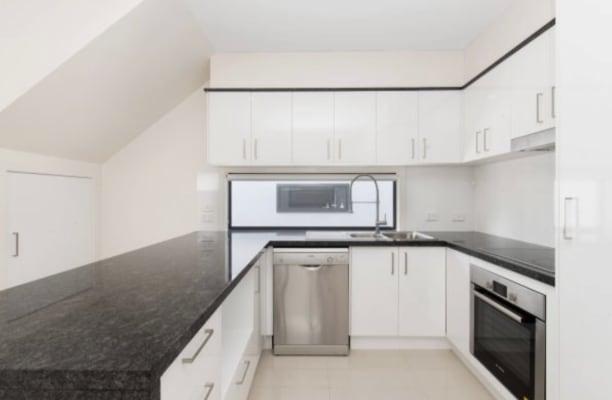 $180, Share-house, 3 bathrooms, Latimer Street, Holland Park QLD 4121