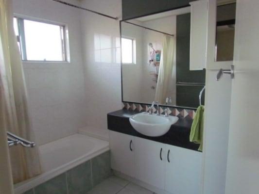 $150, Flatshare, 3 bathrooms, Tracey Street, Wynnum West QLD 4178
