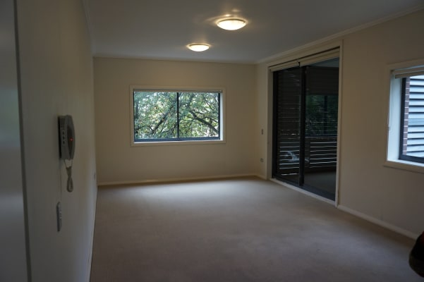 $585, Flatshare, 2 rooms, Eulbertie Avenue, Warrawee NSW 2074, Eulbertie Avenue, Warrawee NSW 2074