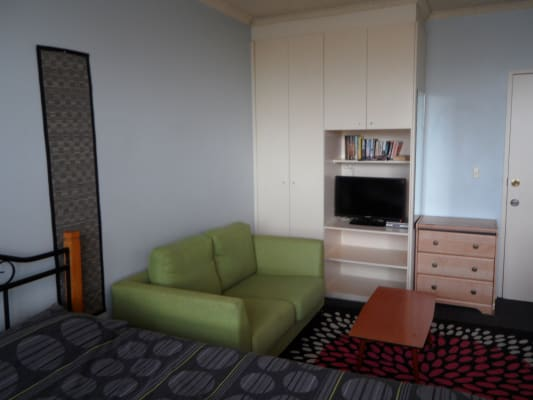$380, Studio, 1 bathroom, Acland St, Saint Kilda VIC 3182