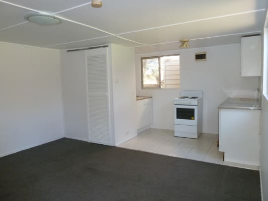 $320, Whole-property, 1 bathroom, Francine Street, Seven Hills NSW 2147