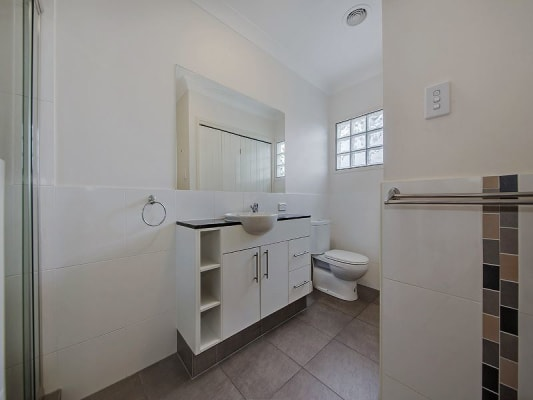 $200, Flatshare, 2 bathrooms, Brinawa Street, Camp Hill QLD 4152