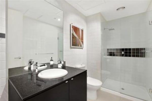 $330, Flatshare, 2 bathrooms, Collins Street, Melbourne VIC 3000